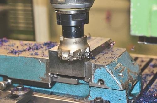 Plain milling or face milling